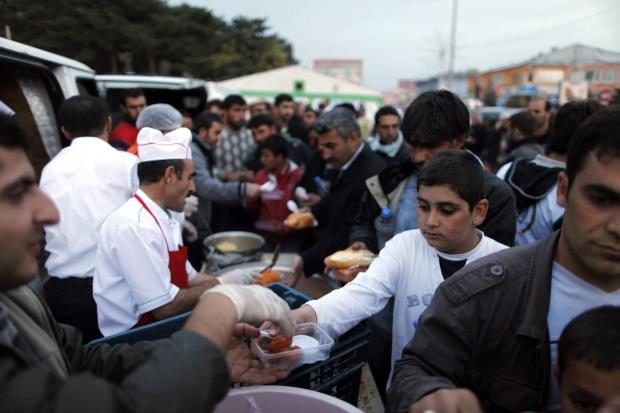 Десетки хиляди на палатки в Турция