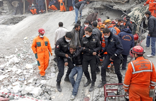 Загиналите в Турция вече са 366