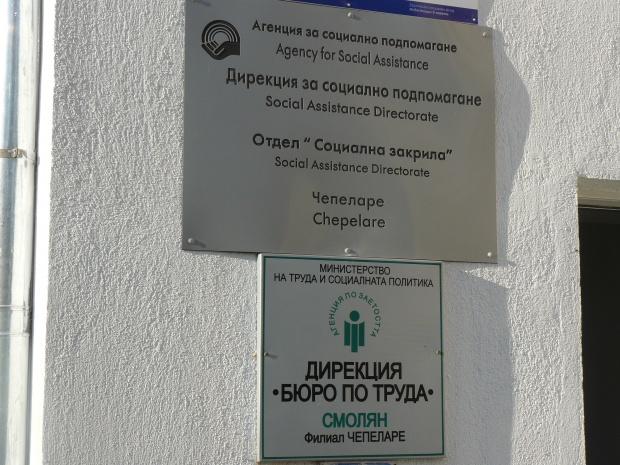 Безработните в България намаляват, но не заради нови работни места