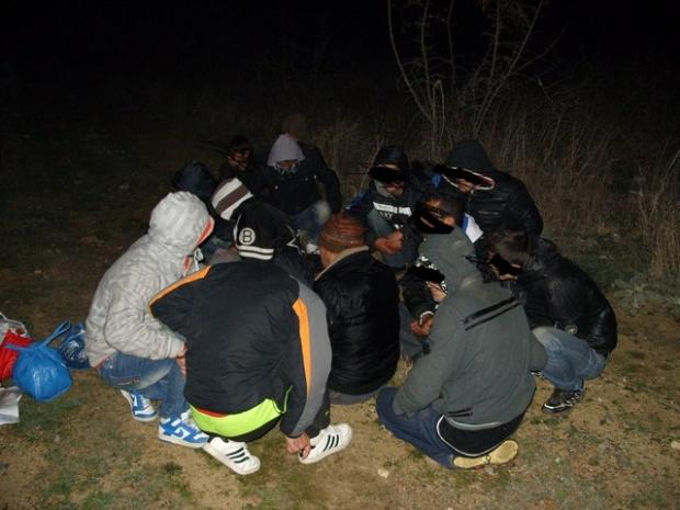 15 нелегални иракчани и афганистанци хванаха край Петрич