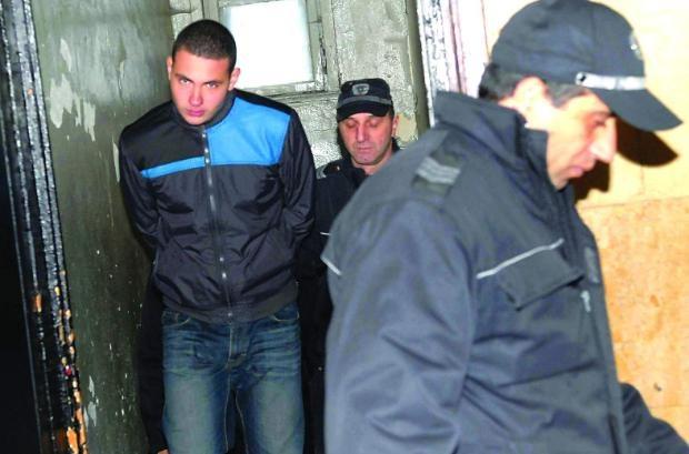 15-годишният побойник остава в ареста