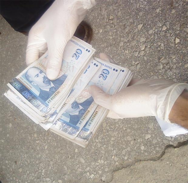 Перничанка открадна 120 000 лв. от банка