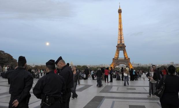 """""""Стандард енд Пуърс"""" излъга, че е понижила рейтинга на Франция"""
