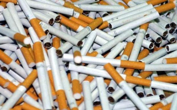 Хванаха полицай с 6 хиляди кутии цигари без бандерол