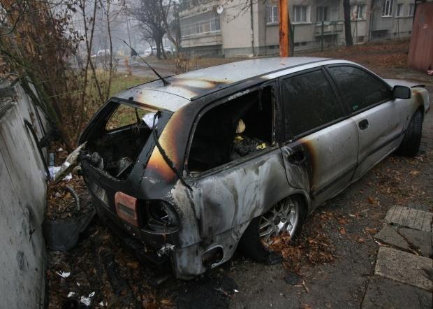 И още две коли изгоряха