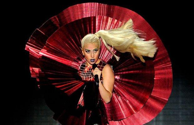 Лейди Гага посреща 2012... на площада