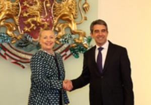 Плевнелиев и Борисов посрещнаха Хилъри Клинтън