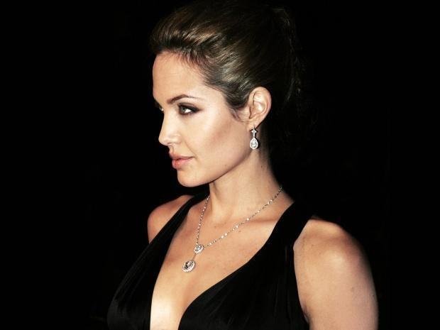 Джоли на Балканите
