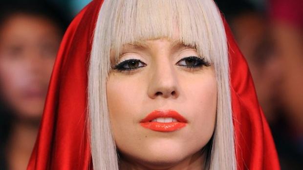 Лейди Гага идва в София, БФС на път да провалят концерта