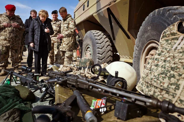 НАТО може да остане в Афганистан и след 2014 г.