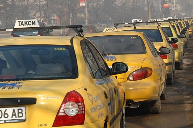 Таксиметровите фирми на протест на 22 март