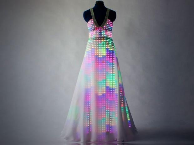 Светеща рокля стана хит във Великбритания и САЩ
