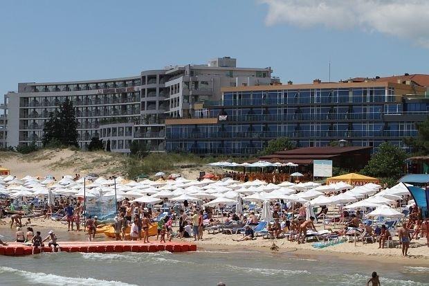 Стотици на трудовата борса във Варна за сезонна работа