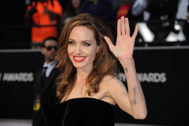 Джоли прави нов филм за войната