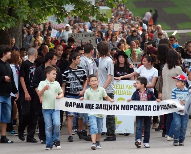 Стотици излязоха срещу застрояването на Морската градина във Варна
