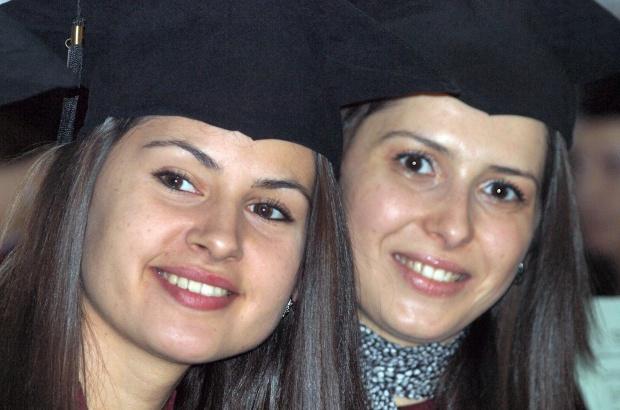Младите българи все по-рядко искат да учат висше