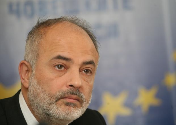 Тотю Младенов: Не социални помощи, а повече работа за младите