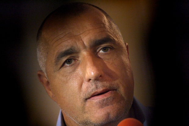 Премиерът отложи матурите в Перник