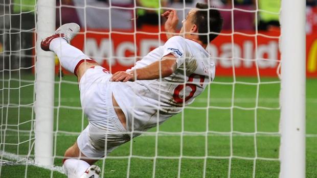 Украйна отпадна от Евро 2012 с достойнство