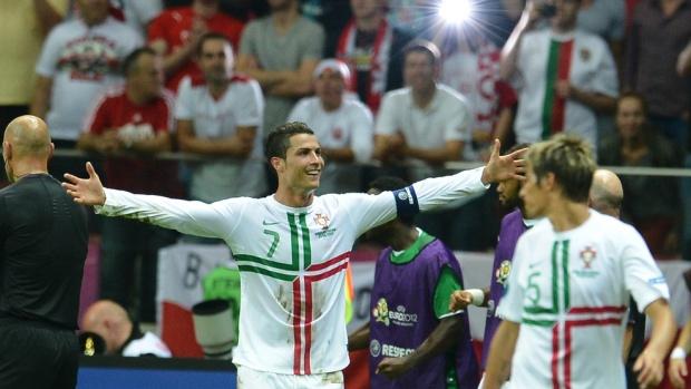 Гол на Роналдо класира Португалия на полуфинал