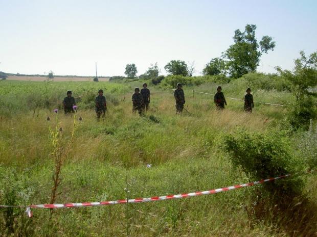 """Военните пуснаха земеделците в забранената зона около """"Петолъчката"""""""