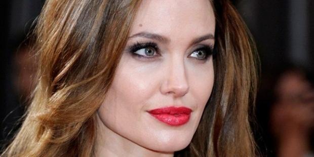 Анджелина Джоли забранила на децата си да слушат Риана