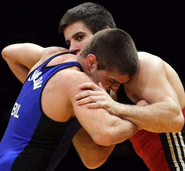 Борецът Иво Ангелов започна Олимпиадата с победа