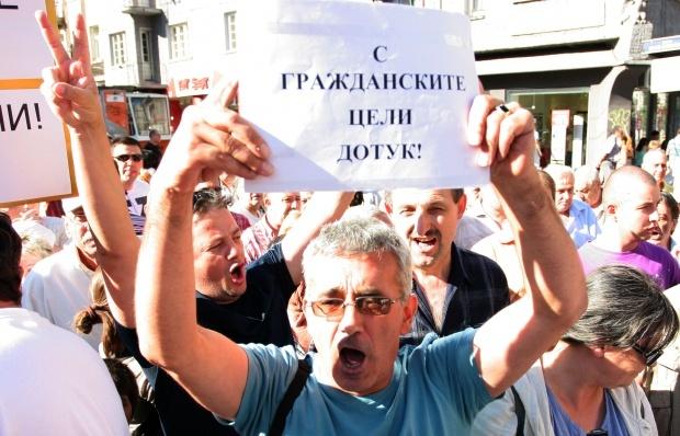Протестиращи: Фандъкова преговаря с подставени организации за паркирането