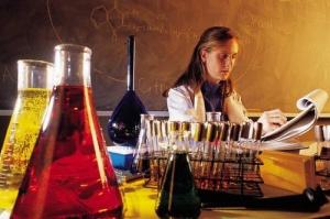"""Програма """"За жените в науката"""" за трети път търси стипендиантки в България"""