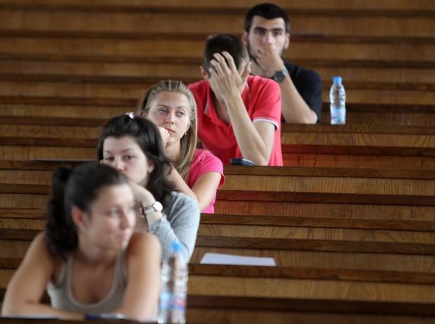 450 елитни места в Софийския университет още чакат първокурсници