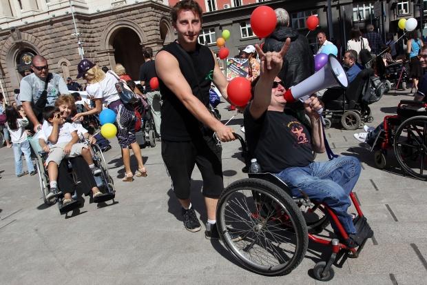 Хора с увреждания поискаха правото си на независим живот