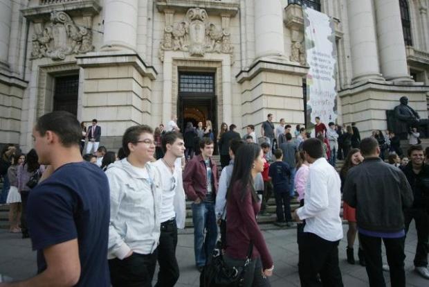 Студенти в СУ се сбиха заради мудна администрация