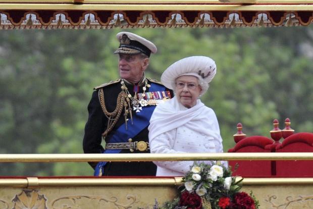 Елизабет II си търси камериерка в интернет