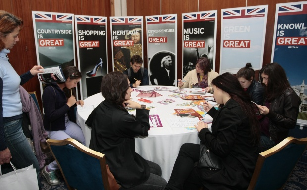 Нови 1800 български студенти заминават за Великобритания