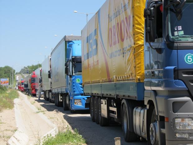 Опашка от 300 камиона задръсти турската граница при Капитан Андреево