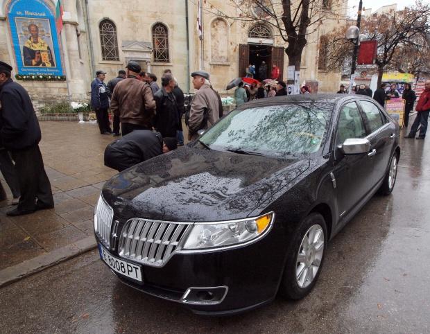 """""""Дер Щандарт"""": Български луксозни епископи се карат за шефското място"""