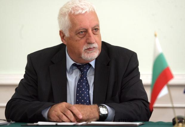 Учени искат оставката на Игнатов с гнили домати и мръсно бельо