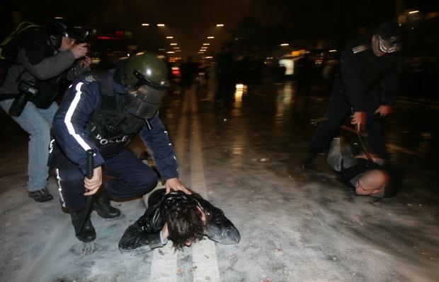 Пострадал протестиращ: Полицията действа с провокаторите