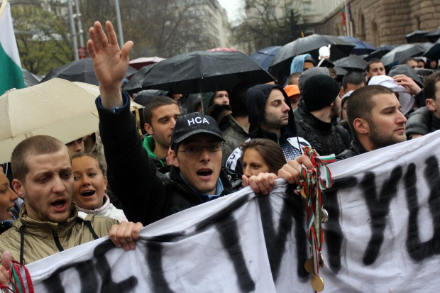 Студенти на протест срещу вдигането на таксите в СУ