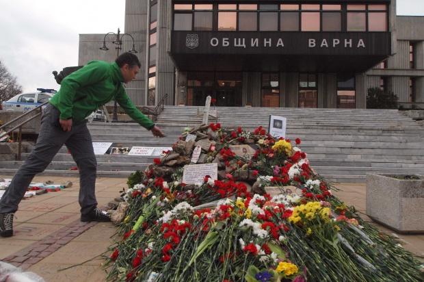"""""""Ел Паис"""": Отчаяние пламти в България"""