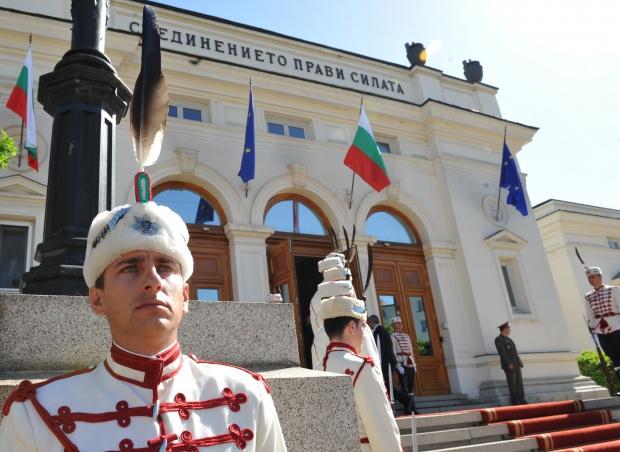 АФП: Новият БГ парламент започва работа в условията на криза