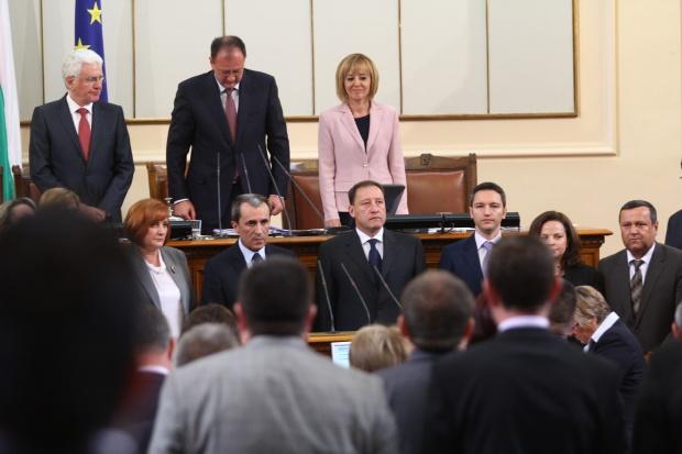 Ройтерс: Новото правителство ще се сблъска със сериозни проблеми