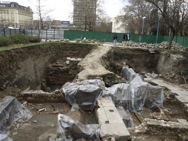 Археолози откриха плоча с лика на Фортуна в Пловдив