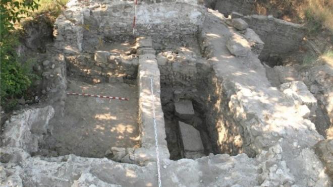 Задигнаха ценна антична плоча в Михнево