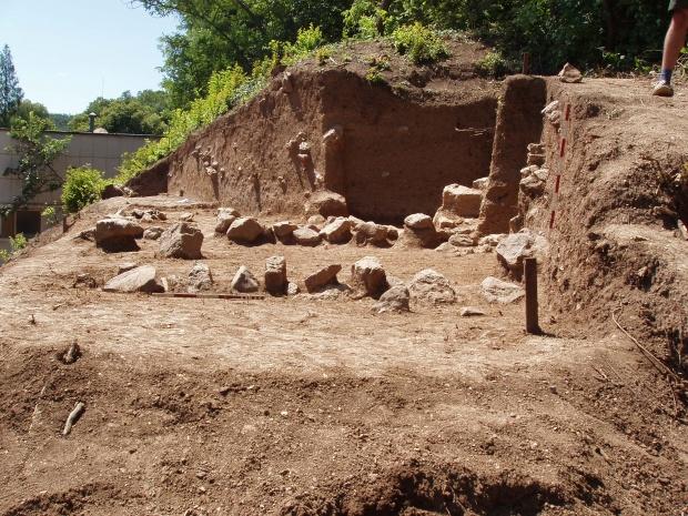 Проучват праисторическа могила край Стара Загора с американско финансиране