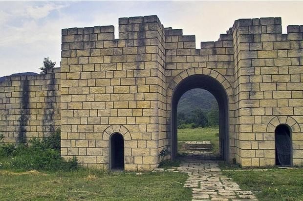 Археолози откриха средновековен водопровод във Велики Преслав