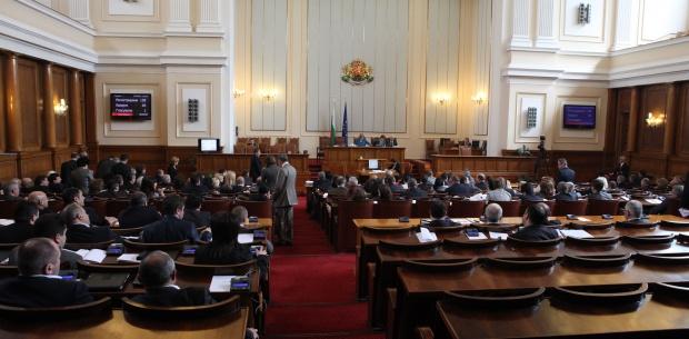 Депутатите си гласуваха ваканция за евровота