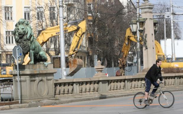 """Три нови антични зида откриха на """"Лъвов мост"""""""