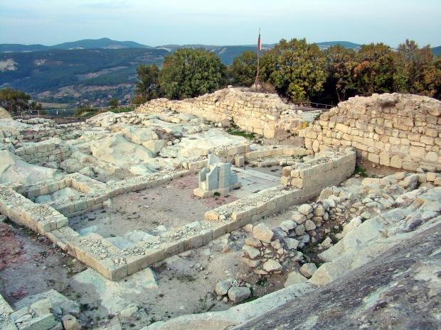 Погребение на боен кон на Перперикон от 14 век