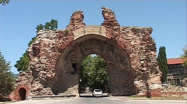Пороите рушат археологическите паметници в Хисаря